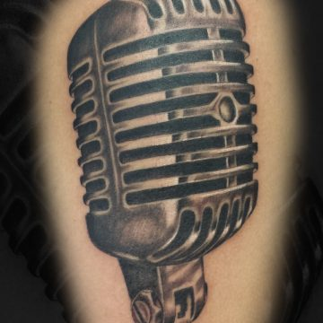 Grayscale-Microphone-Shoulder-BSpickard